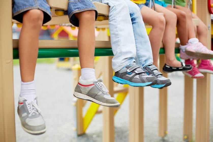 چگونه برای کودکان کفش بخریم؟